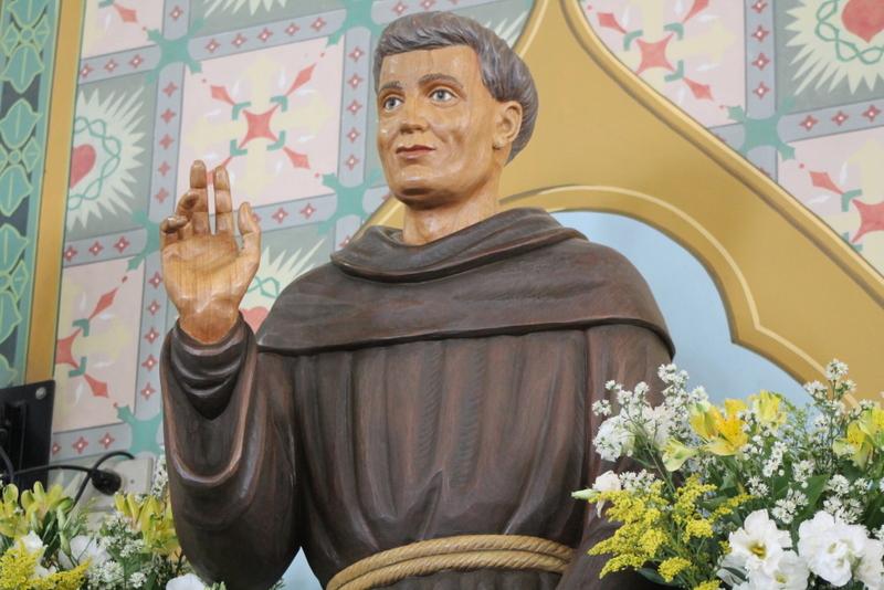 Em Missa solene, fiéis celebram dia de Frei Galvão