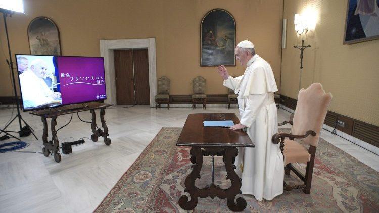 Papa Francisco dialoga com universitários em Tóquio
