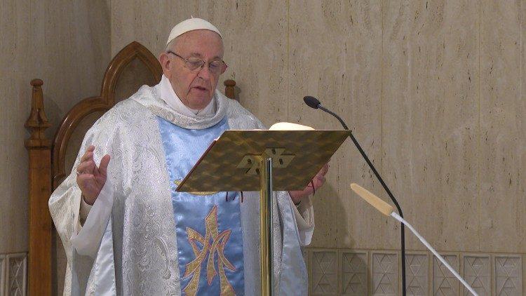 Papa: a Igreja é mulher e mãe, como Maria