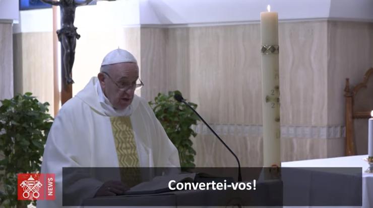 O Papa reza a fim de que na dificuldade possamos ser unidos superando as divisões