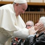 Papa: sem os idosos não há futuro. Covid-19 mostrou despreparo da sociedade