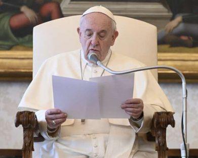 O Papa: devemos aprender a não amaldiçoar, mas a abençoar