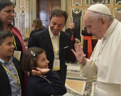"""O Papa: proteger as crianças do """"homicídio psicológico"""" dos abusos"""